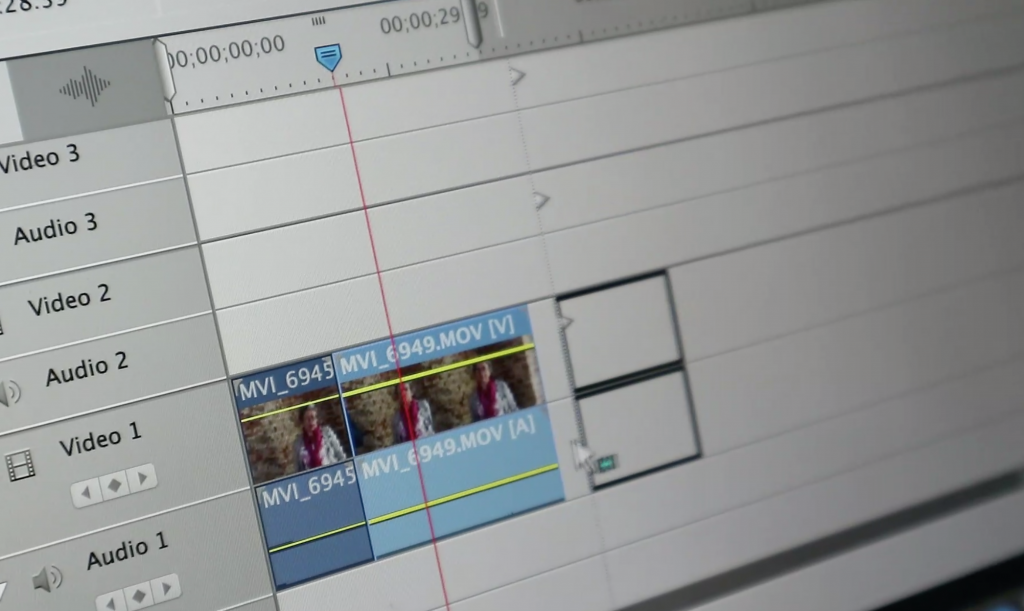 AnitaVA edit op laptop een video met Adobe Premiere Elements - video voor ondernemers